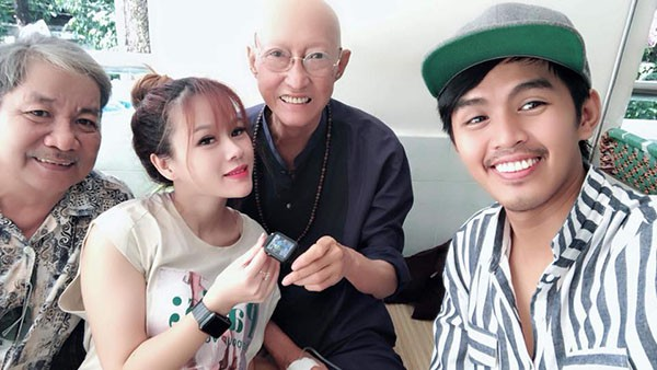Xót xa với hình ảnh gầy gò của nghệ sĩ Lê Bình sau khi điều trị ung thư - Ảnh 1.