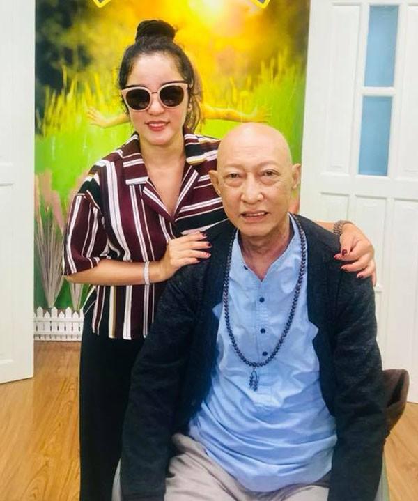 Xót xa với hình ảnh gầy gò của nghệ sĩ Lê Bình sau khi điều trị ung thư - Ảnh 3.