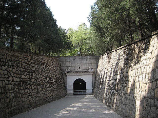 Lăng mộ của 13 hoàng đế nhà Minh: Khai quật sau 500 năm, cổ vật châu báu vẫn nguyên vẹn - Ảnh 4.