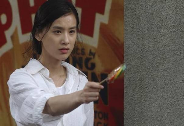 Cuộc sống của mỹ nhân phản bội Châu Tinh Trì, chấp nhận làm vợ bé suốt 10 năm giờ ra sao? - Ảnh 1.