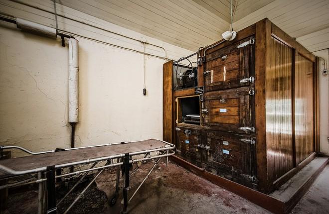 Bệnh viện tâm thần bỏ hoang 24 năm ở Mỹ: Mái ấm của bệnh nhân bị xã hội chối bỏ, lúc chết đi mộ phần cũng không được đề tên - Ảnh 3.