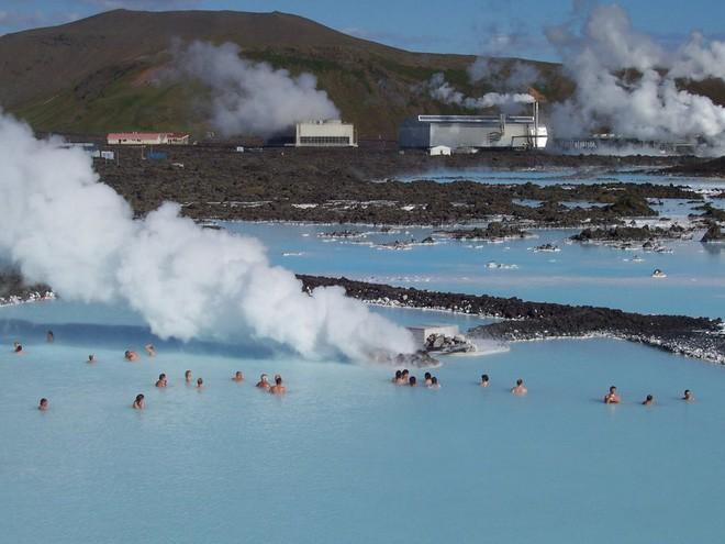 Suối địa nhiệt đẹp như tiên cảnh ở Iceland: Đến rồi mới thấy chen chúc toàn người trần mắt thịt - Ảnh 3.