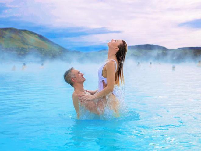 Suối địa nhiệt đẹp như tiên cảnh ở Iceland: Đến rồi mới thấy chen chúc toàn người trần mắt thịt - Ảnh 15.
