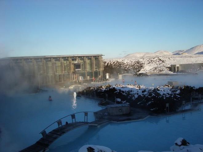 Suối địa nhiệt đẹp như tiên cảnh ở Iceland: Đến rồi mới thấy chen chúc toàn người trần mắt thịt - Ảnh 9.
