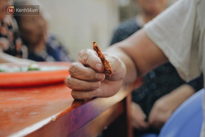 Về thăm ngôi làng ở Hà Nội có 1.000 quả cau mới cưới được vợ, người lớn trẻ nhỏ lúc nào môi cũng đỏ hồng - Ảnh 10.