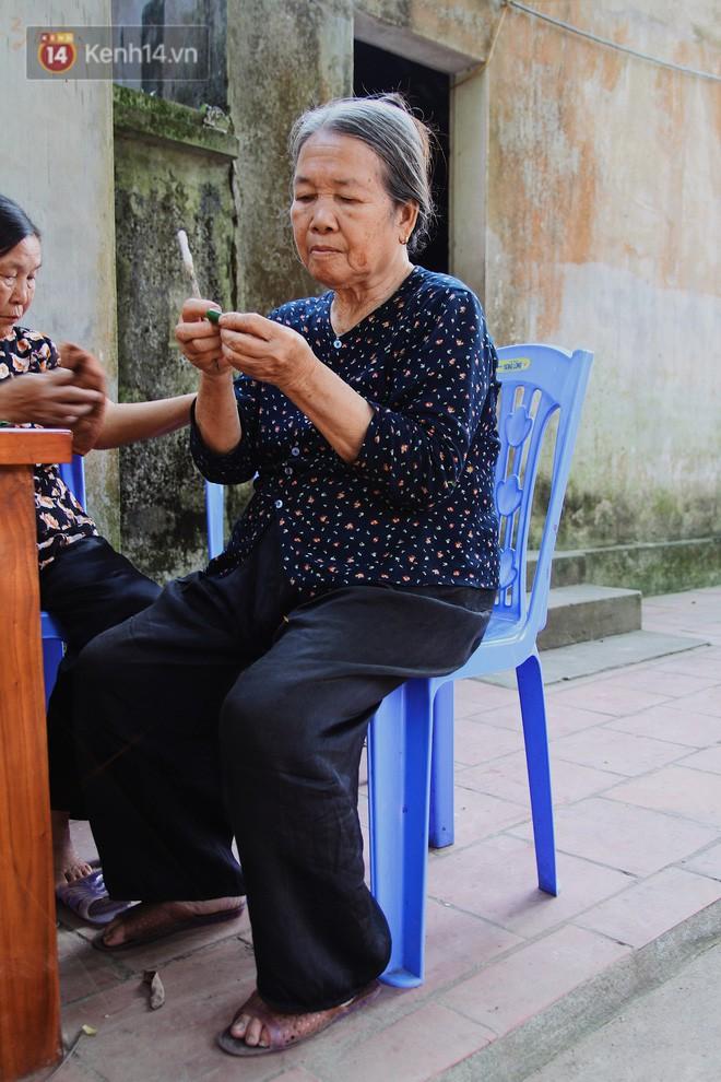 Về thăm ngôi làng ở Hà Nội có 1.000 quả cau mới cưới được vợ, người lớn trẻ nhỏ lúc nào môi cũng đỏ hồng - Ảnh 12.