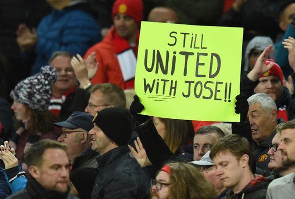 Mourinho bị điều tra sau chiến thắng nghẹt thở trước Newcastle - Ảnh 1.