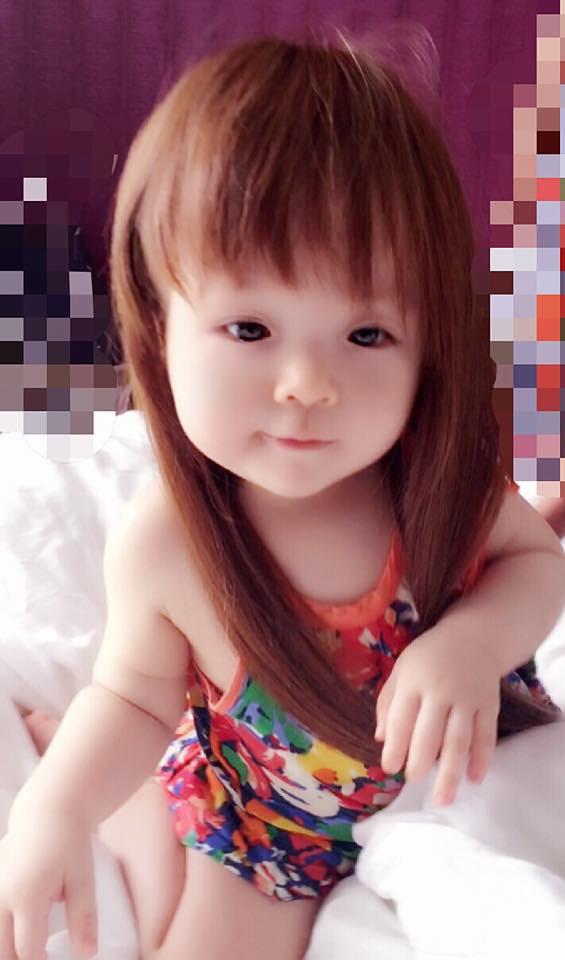 Vừa cuốn lô vừa ngậm ti giả, em bé mặt méo xệch nhận thành quả tóc dựng ngược chẳng giống ai - Ảnh 7.
