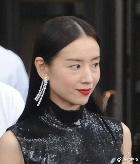 Choáng với nhan sắc thật sự của hoàng hậu Đổng Khiết: Da chảy xệ, gương mặt toàn nếp nhăn - Ảnh 4.