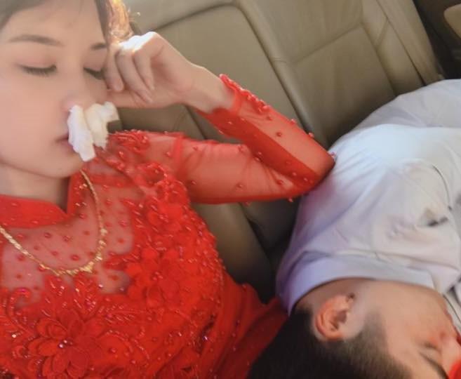 Cô dâu xinh đẹp và tình cảnh trớ trêu trên xe hoa khiến nhiều cô gái giật mình - Ảnh 2.