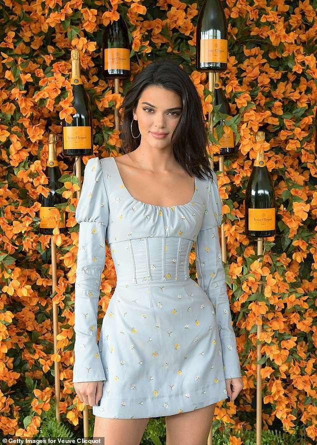 Kendall Jenner lại hút hồn dân tình với vẻ đẹp tuyệt sắc, vóc dáng chuẩn búp bê Barbie tại sự kiện - Ảnh 2.