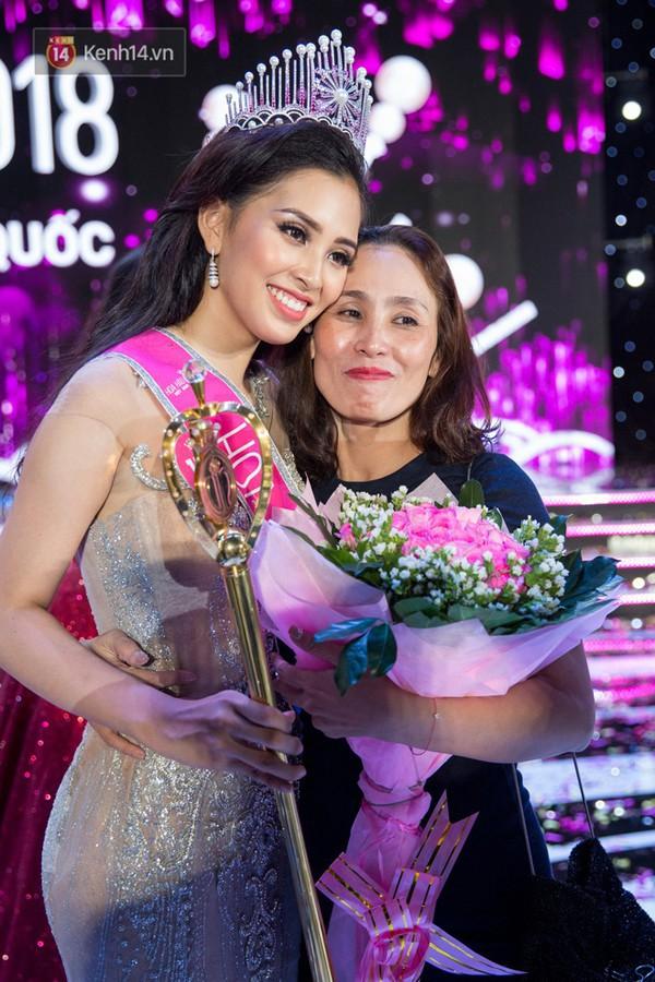 Gia cảnh ít biết của Hoa hậu Tiểu Vy và 2 Á hậu tài sắc vừa đăng quang - Ảnh 2.