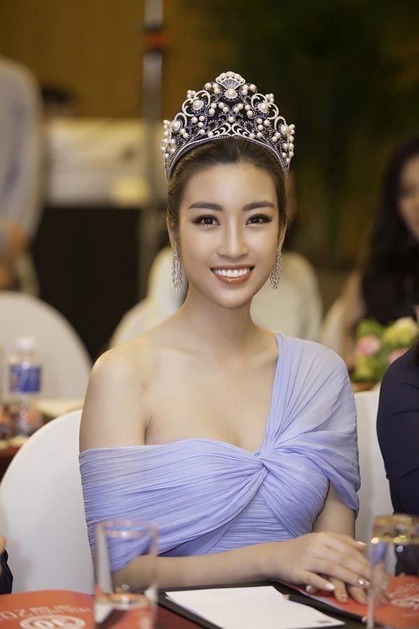 Áp lực lớn nhất khi Trần Tiểu Vy trở thành tân Hoa hậu Việt Nam - Ảnh 24.