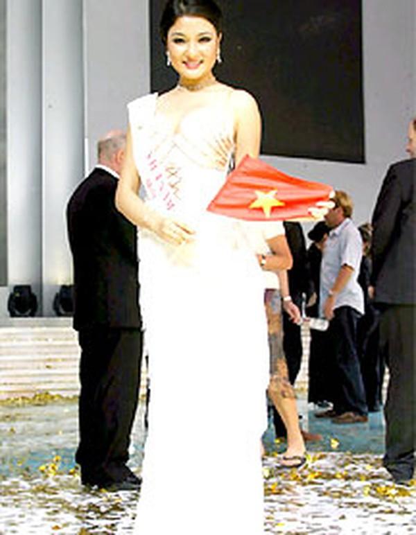 Áp lực lớn nhất khi Trần Tiểu Vy trở thành tân Hoa hậu Việt Nam - Ảnh 19.