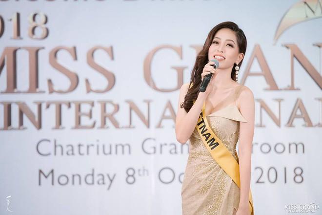 Clip: Phương Nga tự tin khoe giọng hát với ca khúc Hello Vietnam trên sân khấu của Miss Grand International 2018 - Ảnh 2.