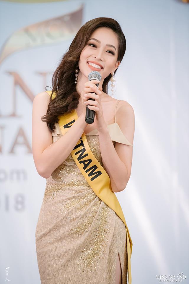 Clip: Phương Nga tự tin khoe giọng hát với ca khúc Hello Vietnam trên sân khấu của Miss Grand International 2018 - Ảnh 3.