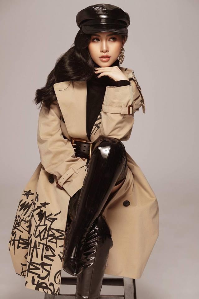 Chị dâu Bảo Thy gây bất ngờ với hình ảnh giống Hoa hậu Tiểu Vy như hai giọt nước - Ảnh 2.