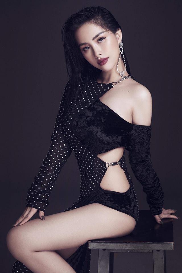 Chị dâu Bảo Thy gây bất ngờ với hình ảnh giống Hoa hậu Tiểu Vy như hai giọt nước - Ảnh 11.