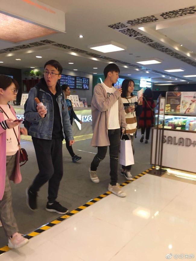 """Sau tin đồn đi xem nhà chuẩn bị kết hôn, Trịnh Sảng và """"phú nhị đại"""" đất Thượng Hải lại tình tứ đi xem phim - Ảnh 5."""
