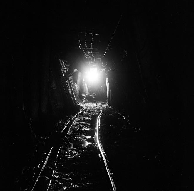 Mặt trái oan nghiệt của mỏ kim cương đen ở Mỹ: Những điều ám ảnh chưa từng kể - Ảnh 1.