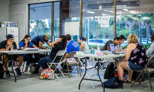 Bầu cử Mỹ: Bang Florida bất ngờ kiểm phiếu lại, gợi ký ức vụ Bush-Al Gore - Ảnh 3.