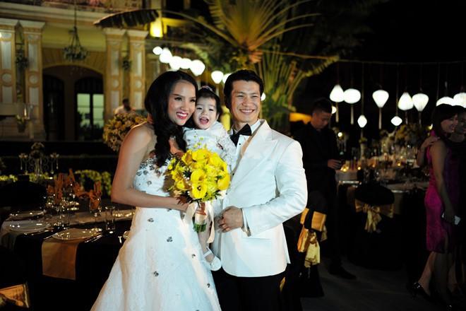 Sinh con trước, kết hôn sau: Trình tự tình yêu quen thuộc của sao Việt - Ảnh 3.