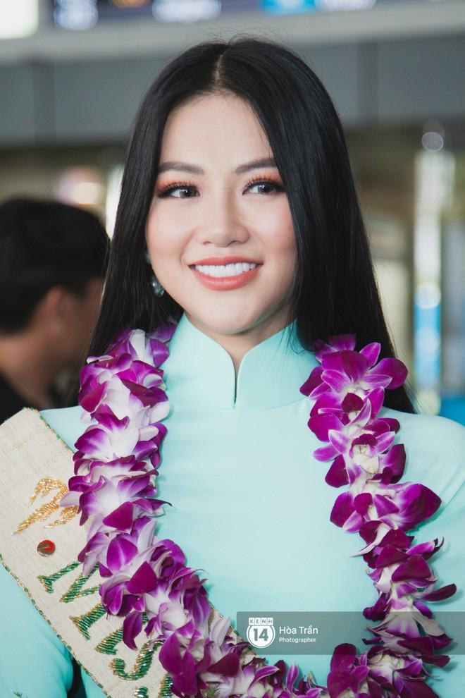 Tân Hoa hậu Trái đất 2018 Phương Khánh vỡ oà trong vòng vây người hâm mộ, nghẹn ngào ôm chặt mẹ tại sân bay Việt Nam - Ảnh 7.