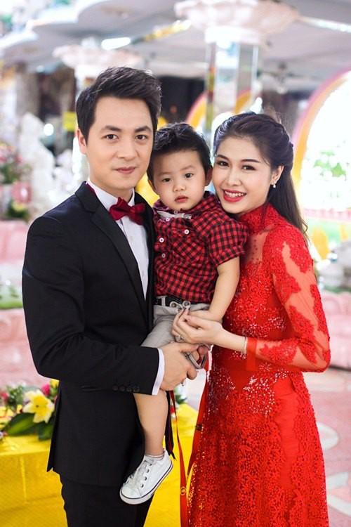 Sinh con trước, kết hôn sau: Trình tự tình yêu quen thuộc của sao Việt - Ảnh 8.
