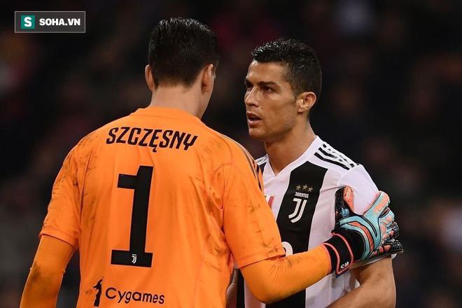 Ronaldo nhắc bài giúp thủ môn Juventus làm bẽ mặt Higuain trong quả penalty - Ảnh 1.