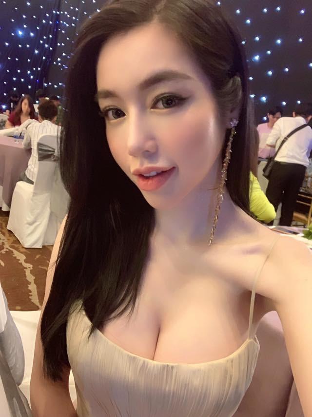 Sau khi bị chê gầy gò, Elly Trần liên tục đăng ảnh bikini nóng bỏng - Ảnh 1.