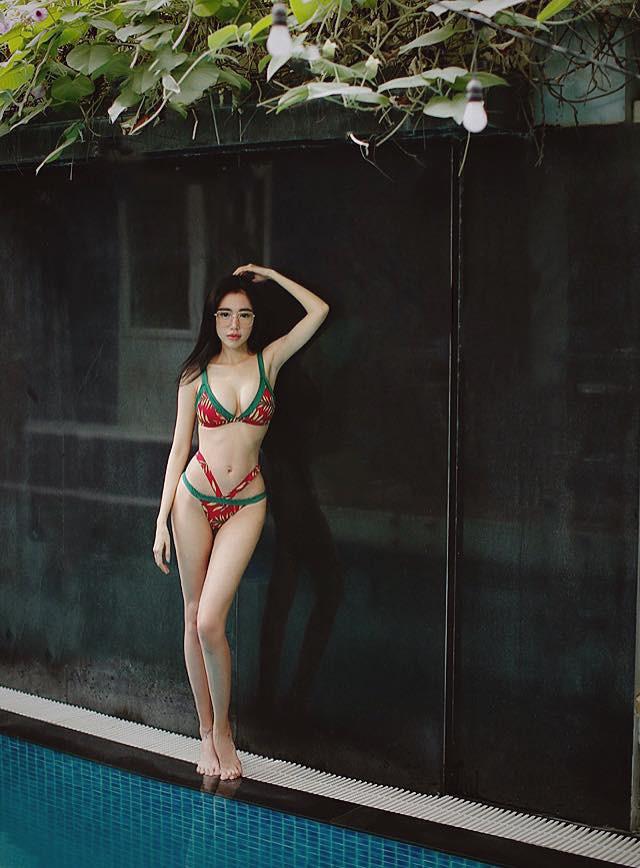 Sau khi bị chê gầy gò, Elly Trần liên tục đăng ảnh bikini nóng bỏng - Ảnh 4.