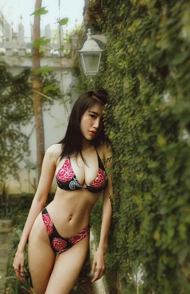 Sau khi bị chê gầy gò, Elly Trần liên tục đăng ảnh bikini nóng bỏng - Ảnh 3.