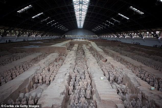 Phát hiện hàng trăm bức tượng 2.100 năm tuổi, hậu duệ của đội quân đất nung - Ảnh 2.