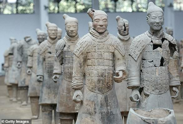 Phát hiện hàng trăm bức tượng 2.100 năm tuổi, hậu duệ của đội quân đất nung - Ảnh 1.