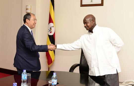 Cất nhiều tiền mặt, doanh nghiệp Trung Quốc bị cướp hàng loạt ở Uganda - Ảnh 1.