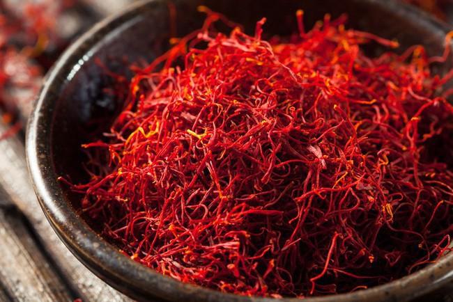 Bí mật thú vị của saffron - gia vị đắt nhất thế giới gần 1 tỷ/kg từng được Nữ hoàng Ai Cập dùng dưỡng nhan sắc - Ảnh 1.