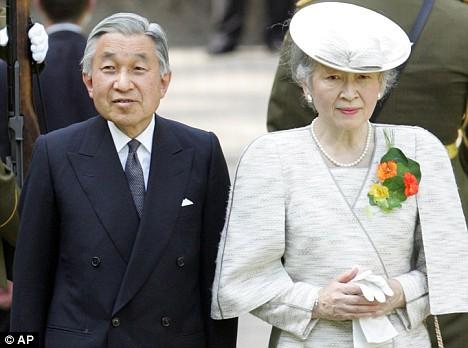 Ngưỡng mộ chuyện tình đẹp như mơ của Nhật hoàng Akihito với cô gái thường dân - Ảnh 3.