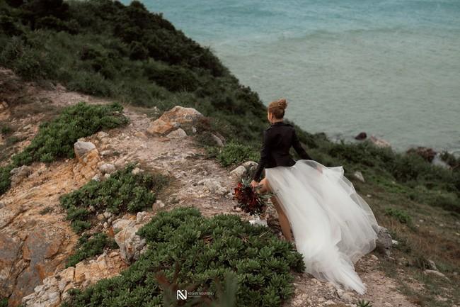 Lại thêm một bộ ảnh cưới khá sốc, cô dâu có thân hình bốc lửa táo bạo khoe vòng 3 nóng bỏng - Ảnh 5.
