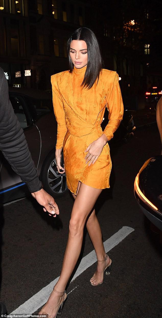Góc nghiêng thần thánh của Kendall Jenner: Sống mũi cao vút, mắt to mi dài đẹp như búp bê - Ảnh 7.