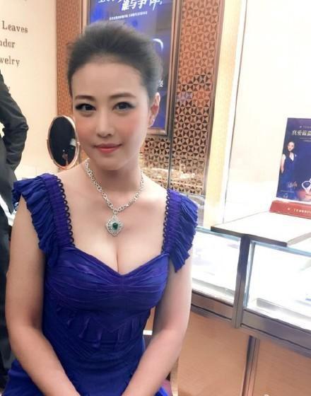 Nhan sắc mỹ nhân Hong Kong U60: Người mãi giữ được vẻ xuân xanh 20 đáng ngưỡng mộ, kẻ xuống sắc thảm hại vì hệ lụy dao kéo - Ảnh 11.