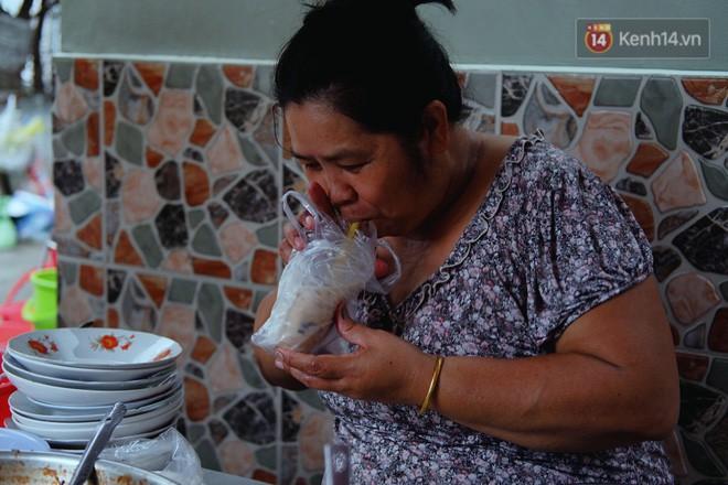 Tiệm ăn hàng 30 năm của dì Gái chịu chơi nhất Sài Gòn, mỗi ngày bán trong 1 giờ là hết veo - Ảnh 9.