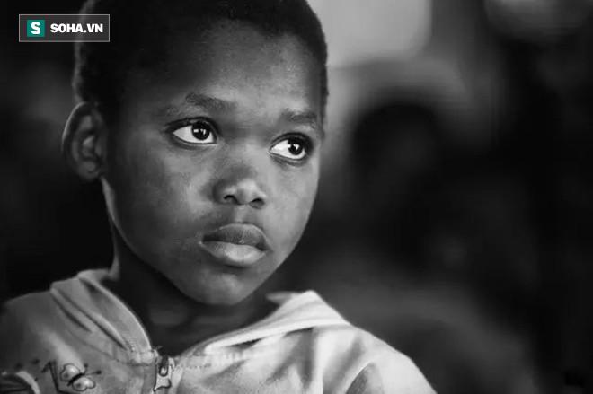 Được đề nghị hiến máu cứu cô giáo, cậu bé do dự nửa phút vì lý do khiến ai cũng lặng người - Ảnh 1.