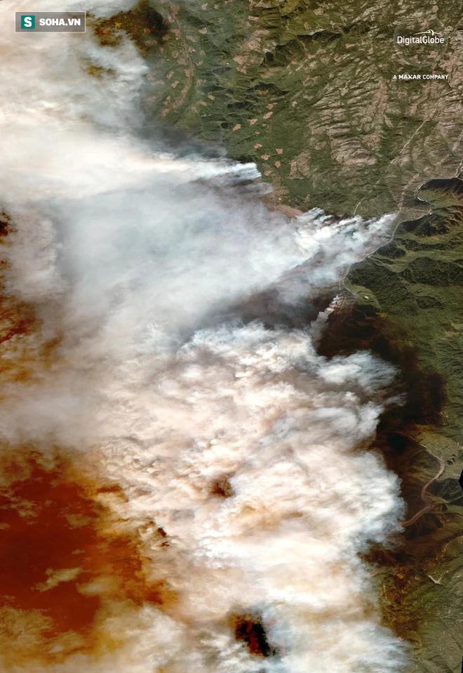 Quy mô khủng khiếp của thảm họa cháy rừng California nhìn từ vệ tinh - Ảnh 1.