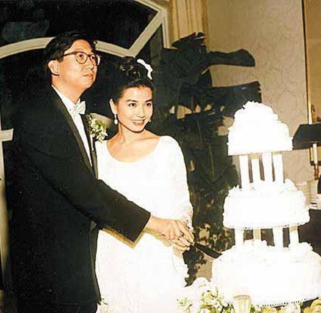Đệ nhất mỹ nhân khuynh đảo Hong Kong: Bị Thành Long lừa dối, cuối đời quyết ở vậy thờ chồng - Ảnh 9.