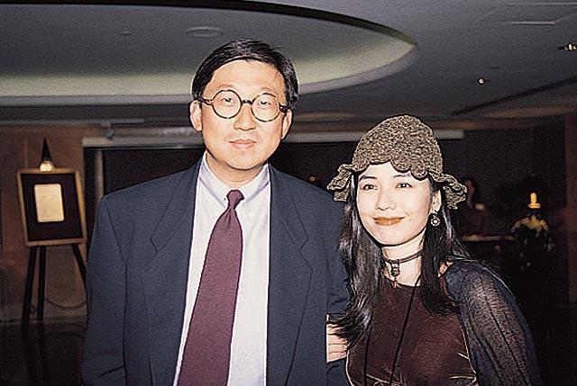 Đệ nhất mỹ nhân khuynh đảo Hong Kong: Bị Thành Long lừa dối, cuối đời quyết ở vậy thờ chồng - Ảnh 10.