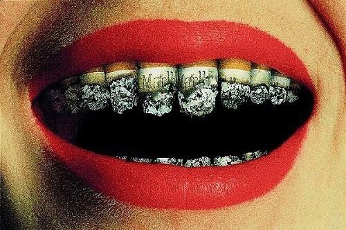 Bệnh răng miệng do thuốc lá gây ra - Ảnh 1.