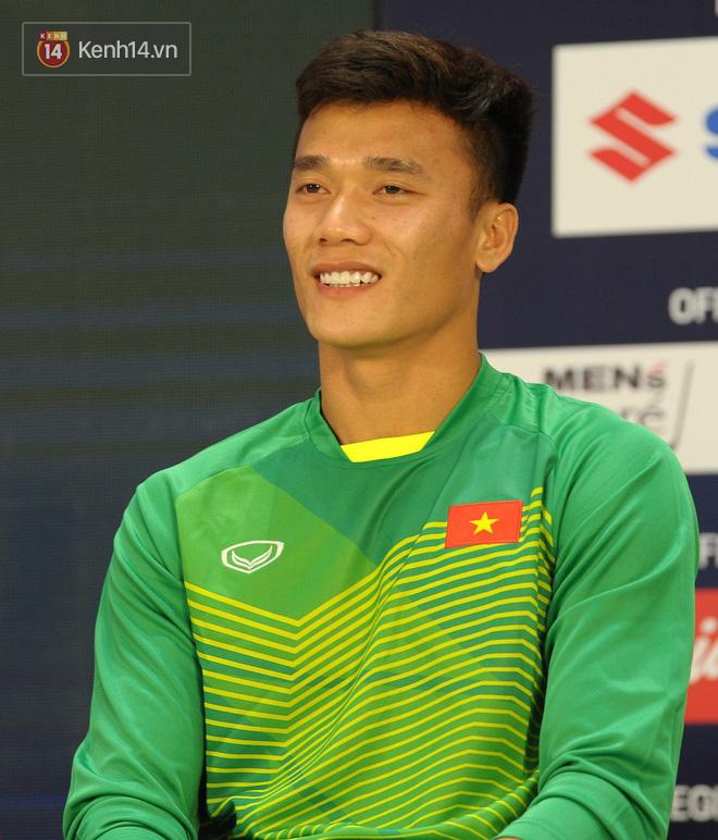 Bùi Tiến Dũng: Tôi muốn giữ Cúp vàng AFF Cup cho người hâm mộ Việt Nam - Ảnh 1.