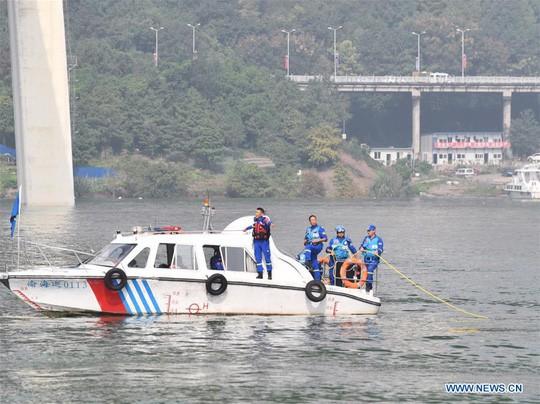 Tài xế và hành khách đánh nhau, xe buýt lao xuống sông giết chết 13 người - Ảnh 7.
