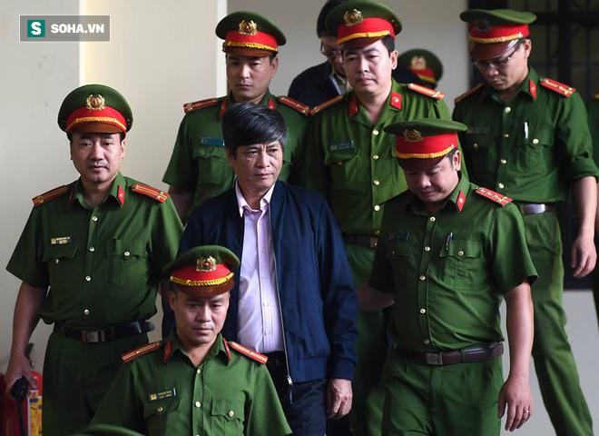 Căn phòng lạ của Nguyễn Thanh Hóa: Họ treo biển tên tôi lên tường để giải quyết khâu oai - Ảnh 4.