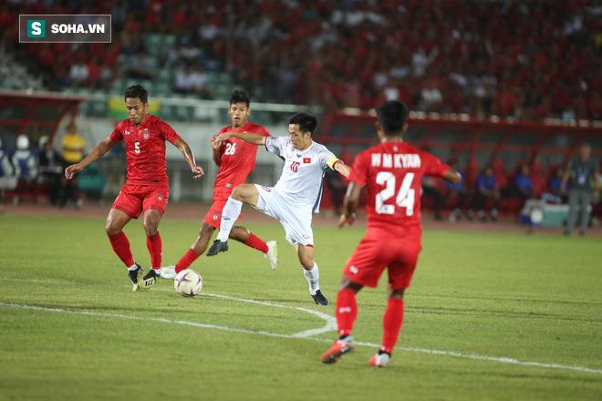 Trọng tài Thái Lan cướp trắng bàn thắng, Việt Nam bị cầm hòa dù ép đối phương nghẹt thở - Ảnh 2.